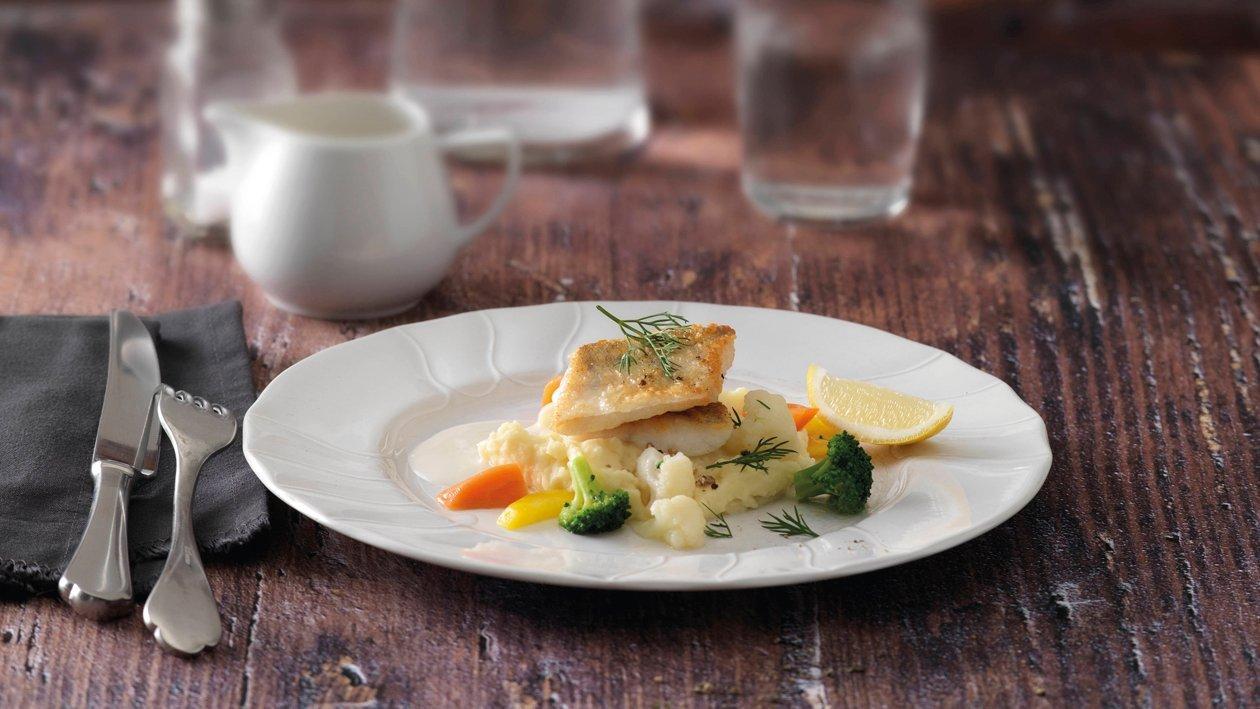 Sautiertes Zanderfilet mit Zitronen-Sauce, Kartoffel-Blumenkohl-Püree und Gemüse