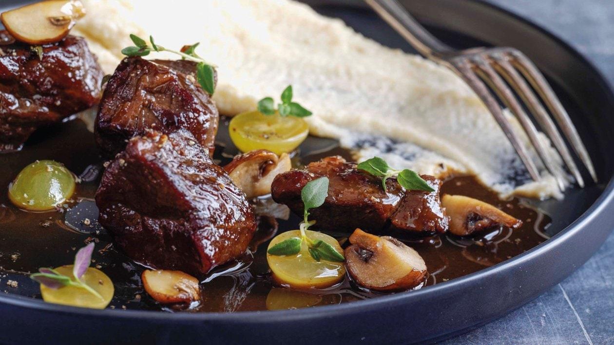 Hirschragout mit Trauben & Pilzen an Sellerie-Kartoffelpüree