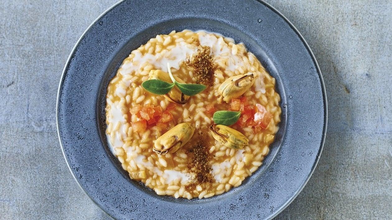 Ochsenherztomaten-Risotto mit Miesmuscheln, Zitronenconfit und Croûtons