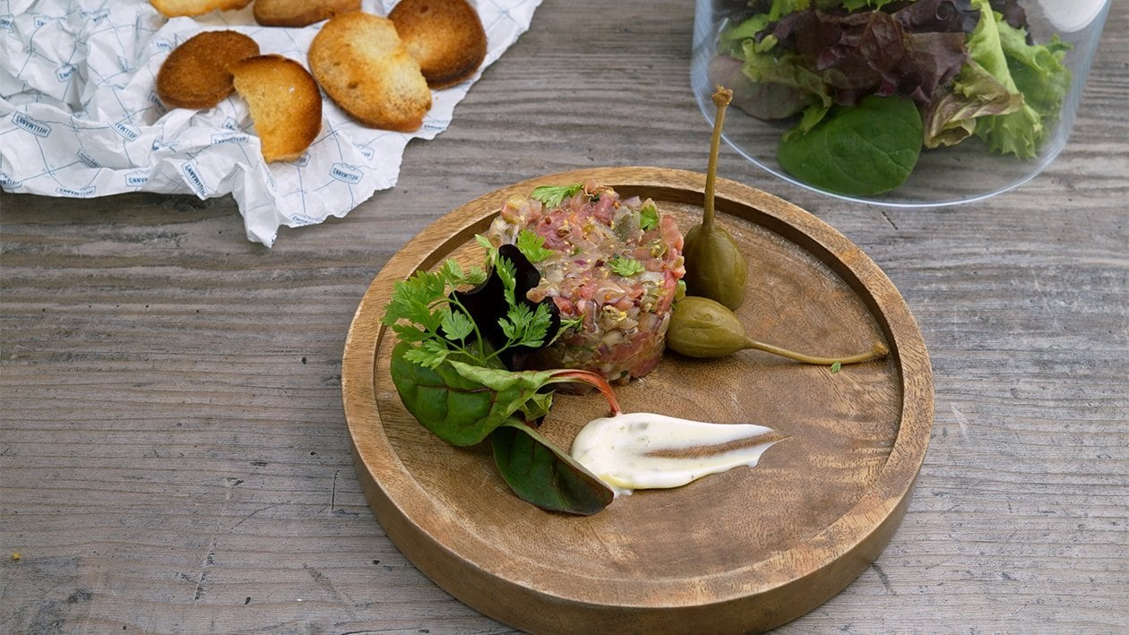 Tuna und Beef Tatar  Trüffel-Mayonnaise Brot Chips