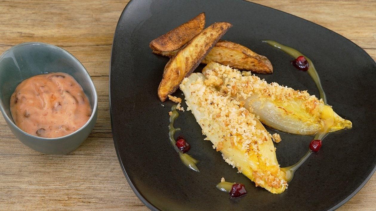 Chicorée unter der Zwiebelkruste mit Ofenkartoffeln
