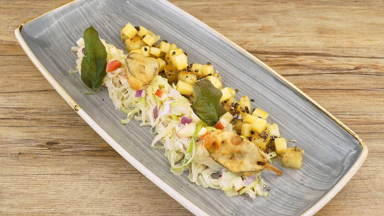 Krautsalat mit gebackenem Ziegenkäse und Salbei