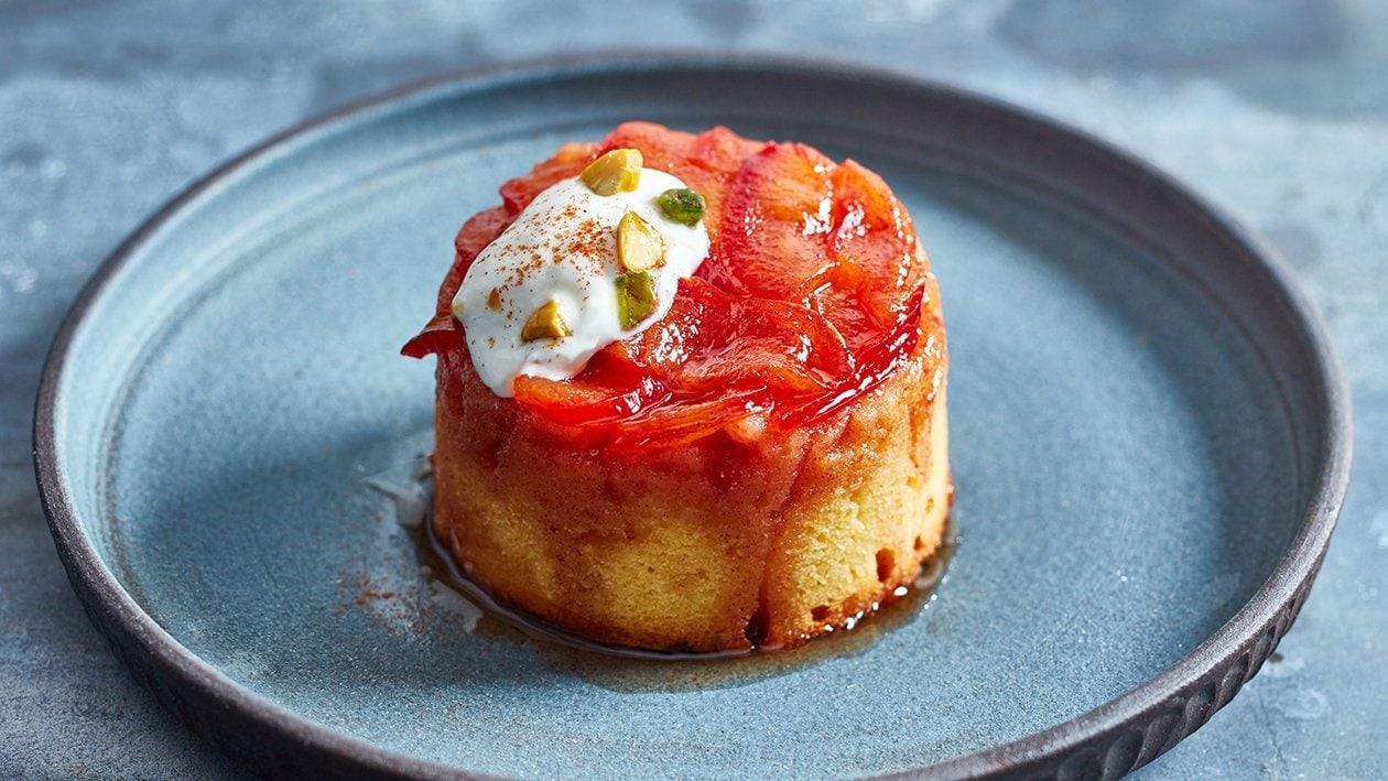Polenta Kuchen Upside down mit Karamelisierten Pflaumen