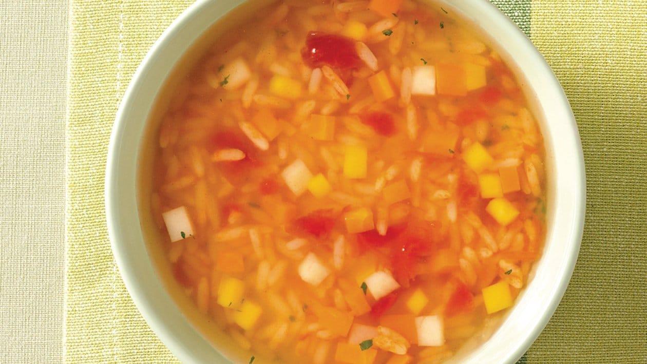 Klare Hühnersuppe mit Tomatenreis