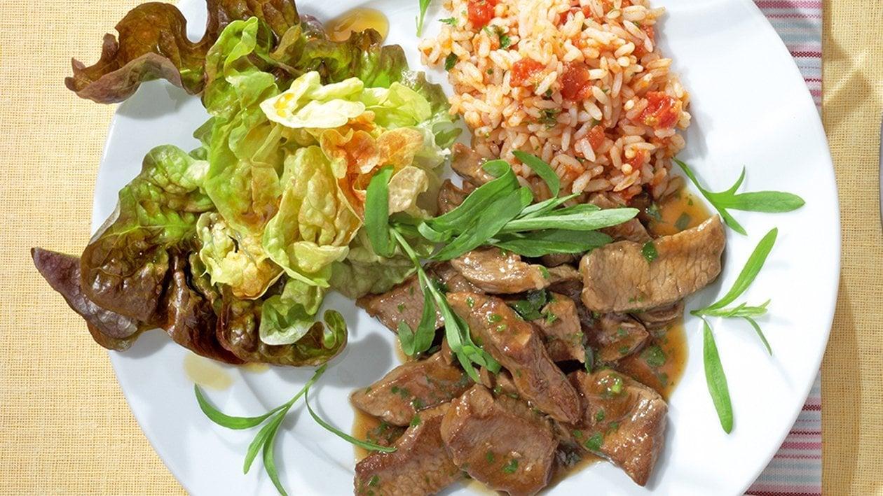 Geschnetzeltes vom Lamm in Estragon-Sauce mit Tomatenreis, Eichblattsalat mit Balsamico-Dressing