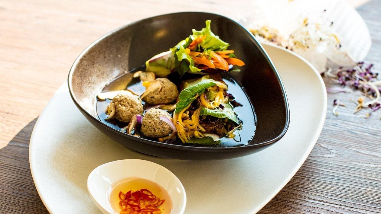 Gefülltes Reispapier im Curry-Sud mit Schweinebällchen