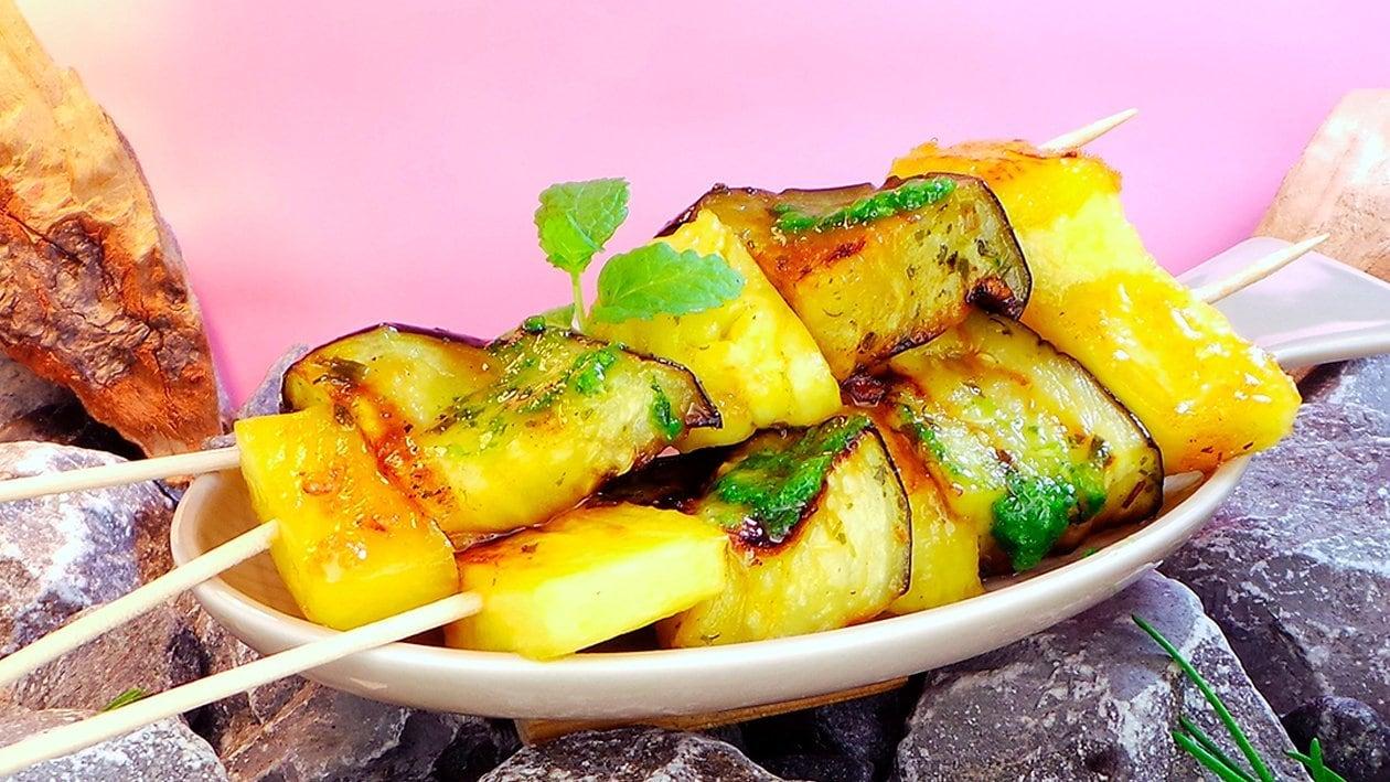 Auberginen-Ananas-Spiesse mit Salsa
