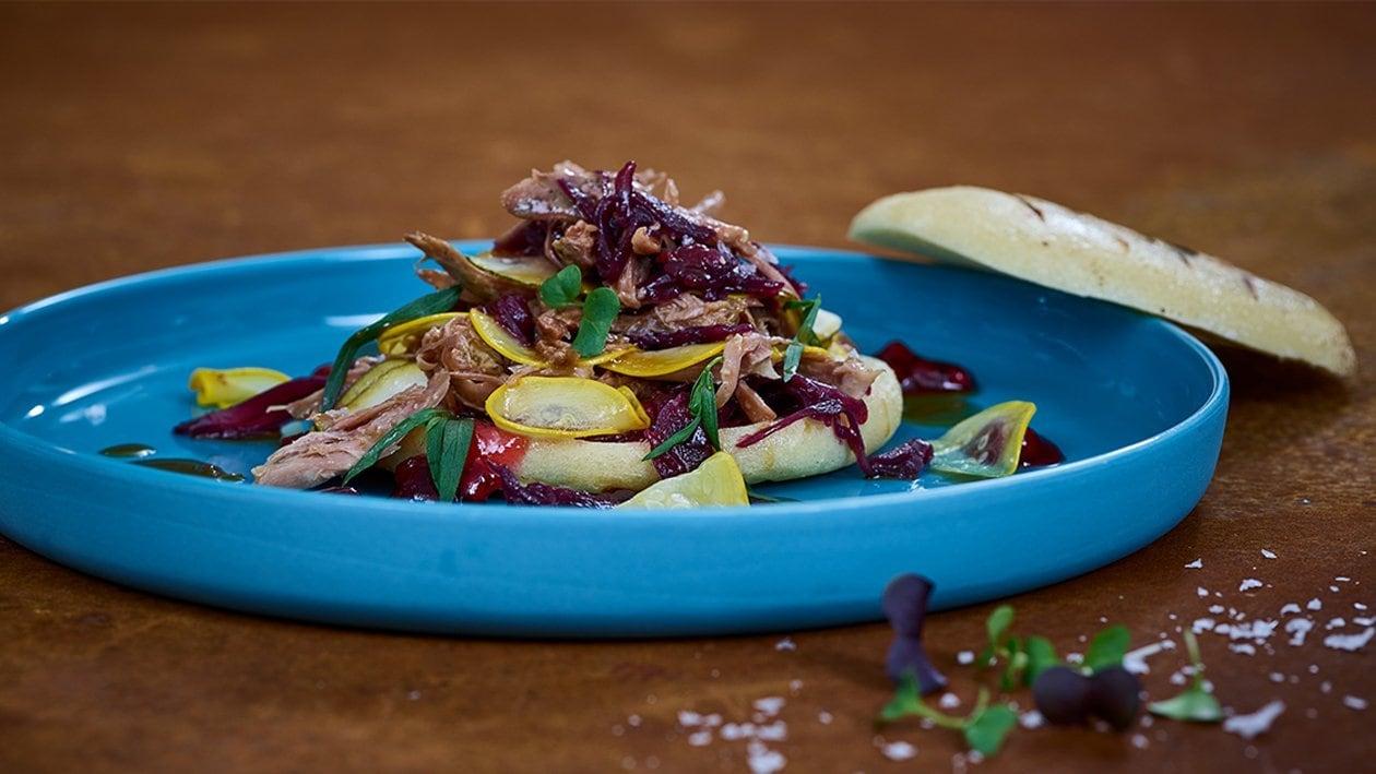 Pulled Truthahn mit Rotkrautsalat und Preiselbeer-Mayonnaise