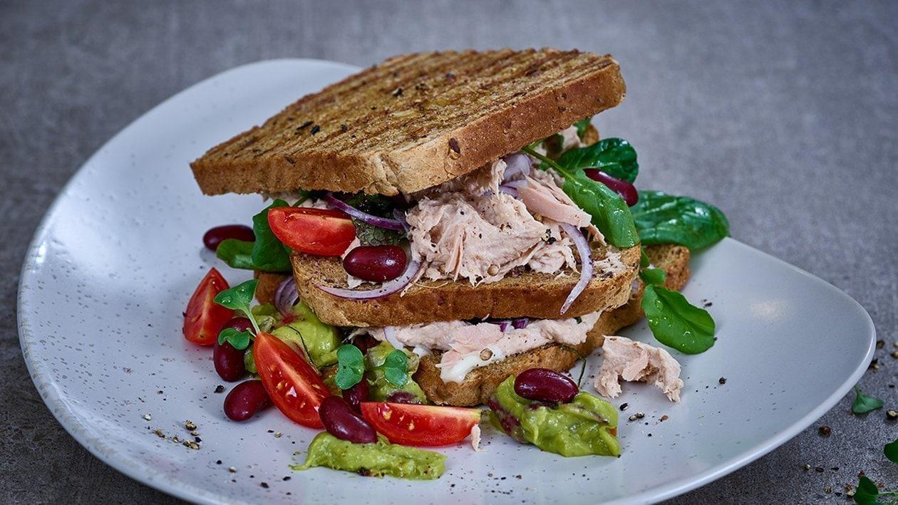 Sandwich mit Thunfischcreme und Avocado-Bohnen-Dip