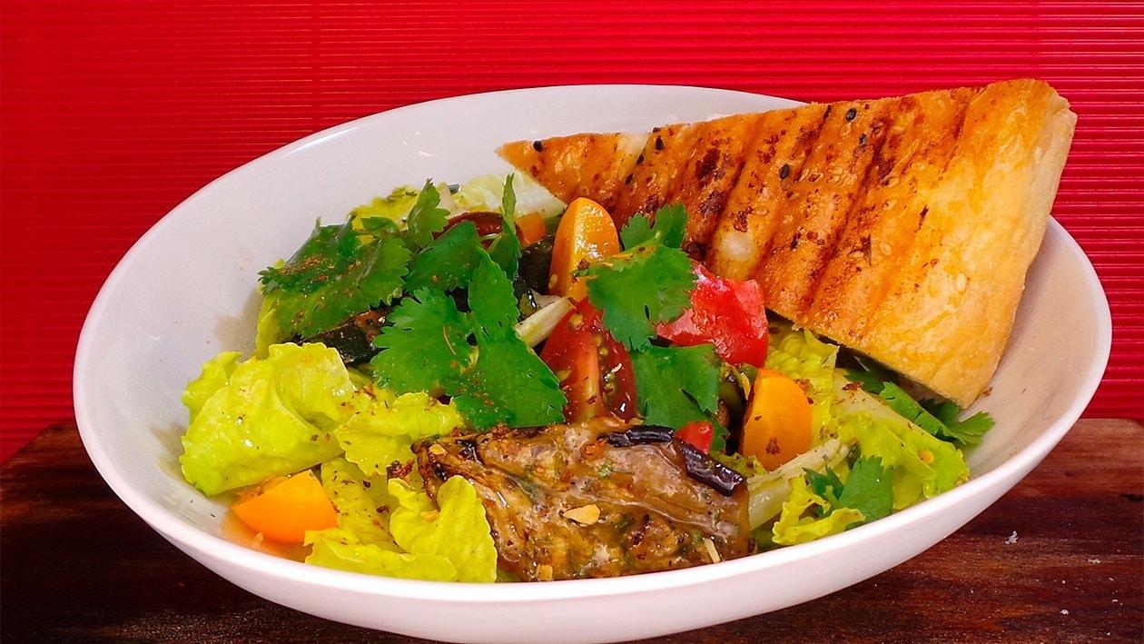 Grillgemüse mit Koriander und Maisfladenbrot