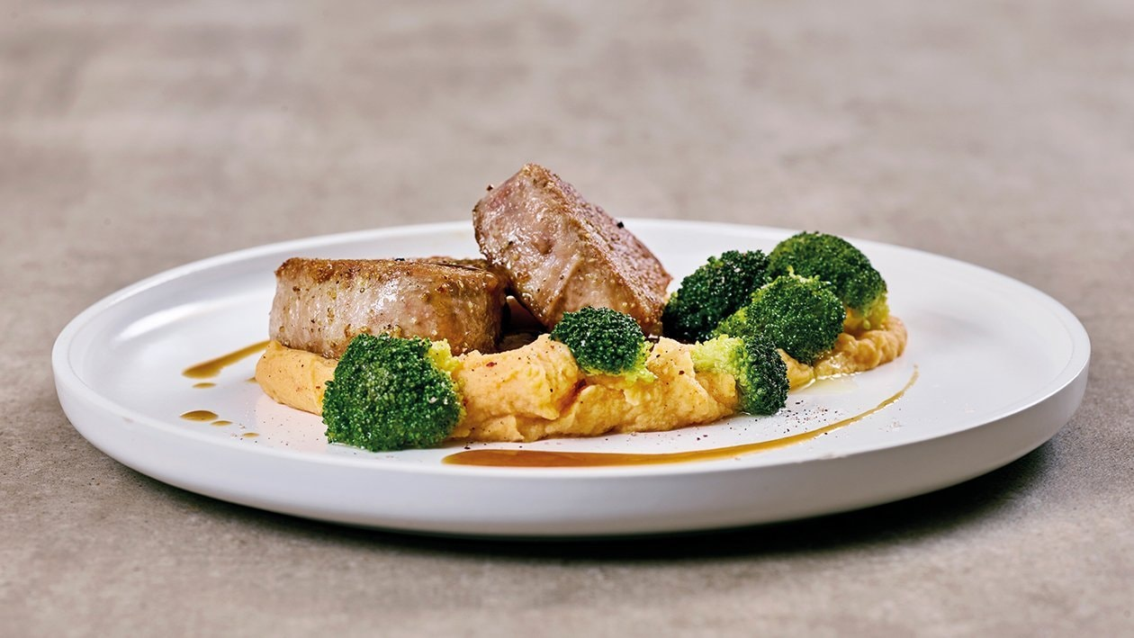 Schweinefilet mit Brokkoli und Paprika-Kartoffelpüree