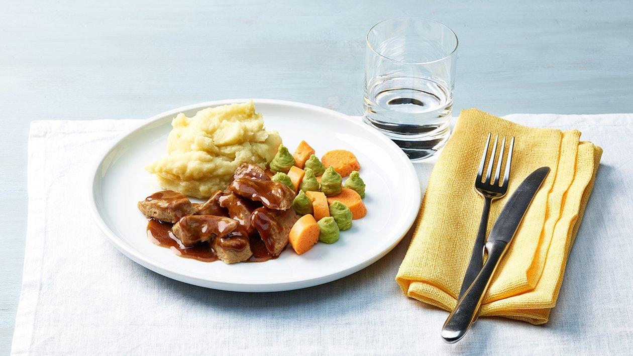 Kalbsragout mit Karotten und Püree in pürierter Form
