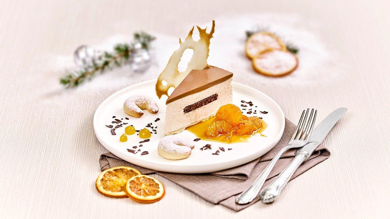 Vanillekipferl–Topfentorte mit Mandarinenragout