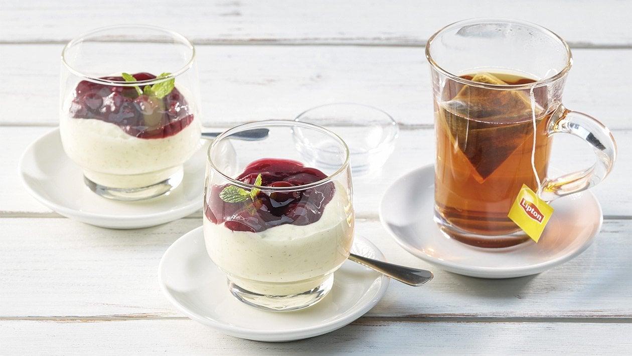 Vanille-Milchreis mit Sauerkirschen