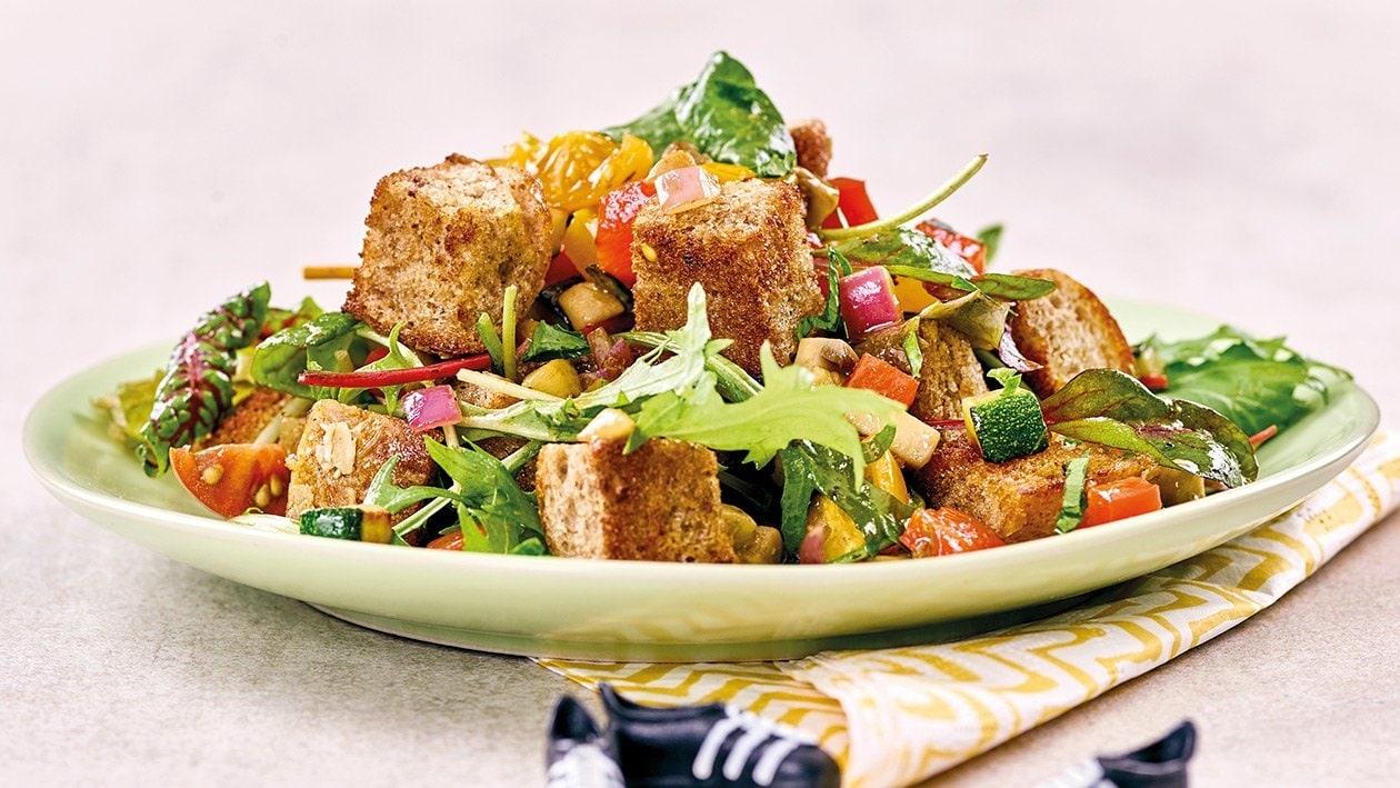 Spanischer Brotsalat mit gegrilltem Gemüse