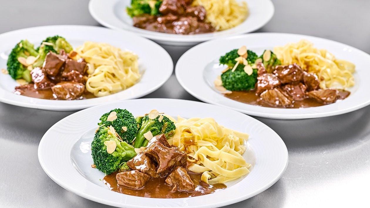 Rindsgulasch mit Broccoli und Nudeln