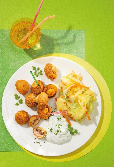 Gebackene Champignons mit Frühlingskräuterdip und buntem Püree