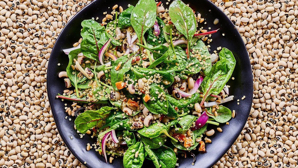 Spinat Augenbohnensalat mit Thain-Sojadressing gerösteter Karmuth