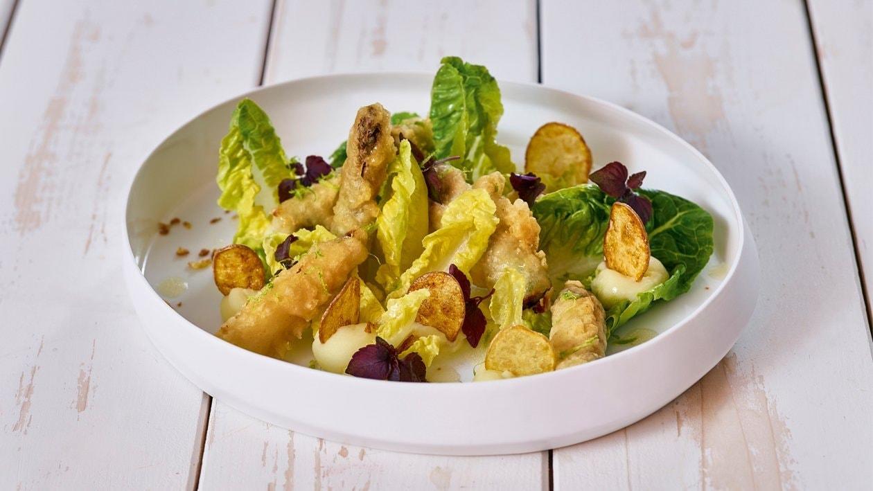 Tempura vom Spargel mit Salat und Zitrus Vinaigrette