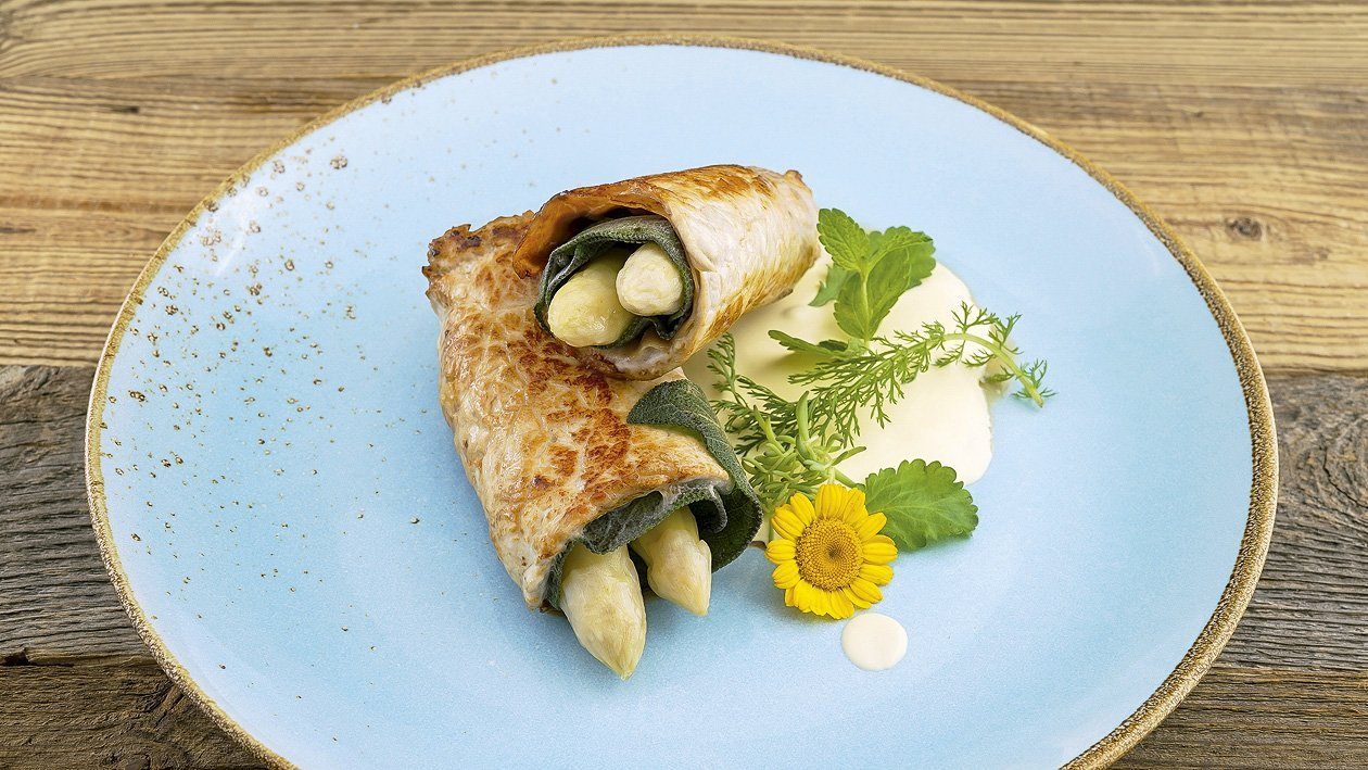 Spargel-Involtini mit Frühlingskräuter-Hollandaise