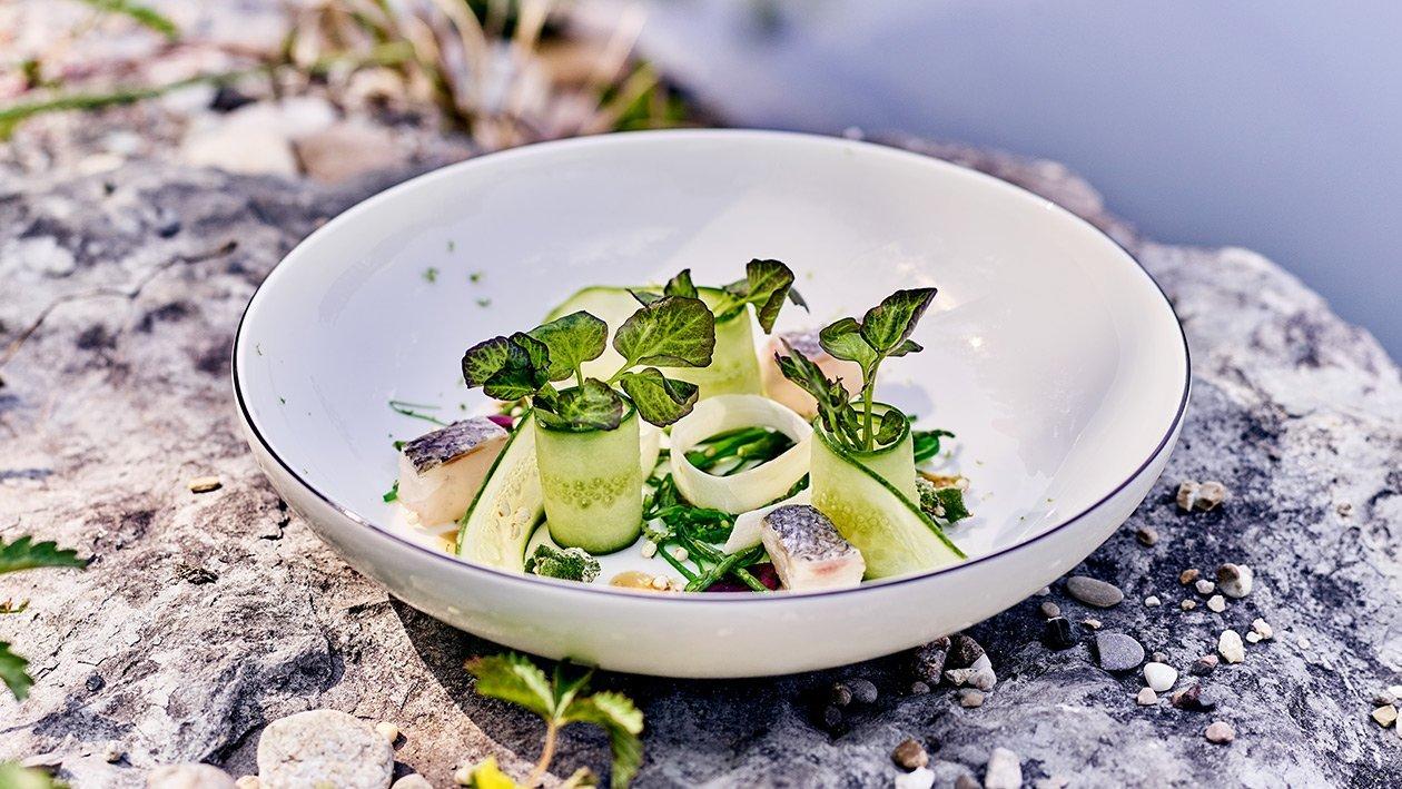 Ceviche vom Wolfsbarsch mit Salat von Algen und Quinoa in Sesam-Sojaemulsion
