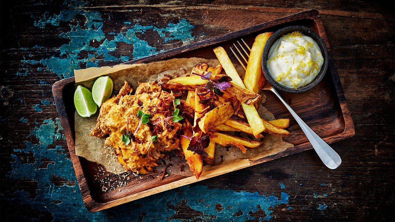 Rotes Kokosnuss-Curry mit Pommes frites und Limetten-Mayonnaise